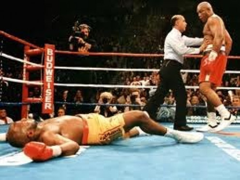 George Foreman knocks out Michael Moorer with a big right hand in the 10th heat to become the oldest heavyweight champion in boxing history.