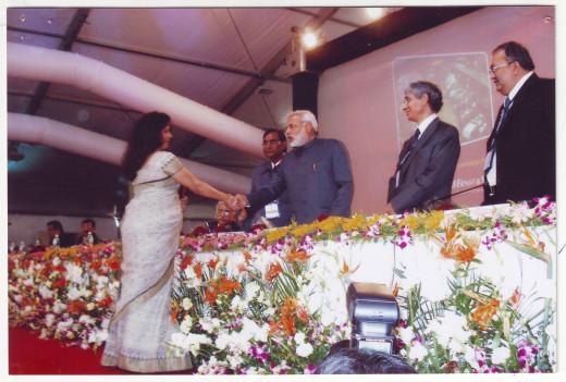 Hina Shah, an entrepreneur  with Narendra Modi, CM, Gujarat