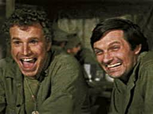 "WAYNE ROGERS (LEFT) ""TRAPPER JOHN"" MCENTIRE ALAN ALDA ""HAWKEYE"" PIERCE ON M*A*S*H"
