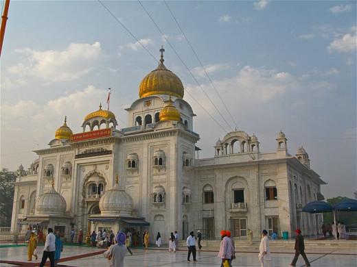 """Front view of Gurudwara Bangla Sahib, Delhi"" by Ken Wieland from Philadelphia, USA - Gurdwara Bangl"