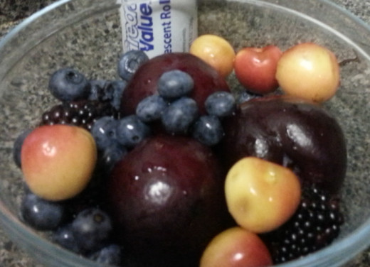 A bowl of clean, fresh fruit, ready for decorating.