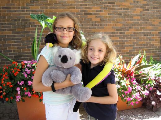 Rachel and Ella outside the St. Louis Zoo