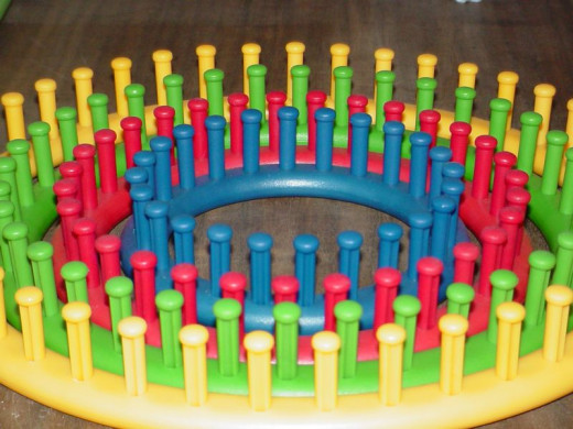 Knifty Knitter Round Loom Set
