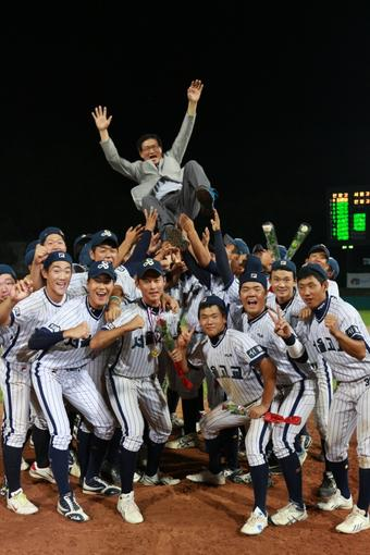 The 48th President's Cup Nat'l HS Baseball Tournament Final:   Seoul HS 20-3 Inchang HS.