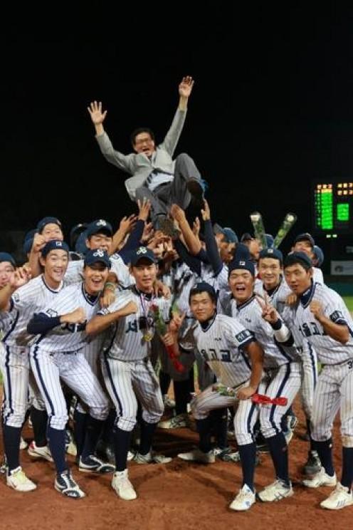 The 48th President's Cup Nat'l HS Baseball Tournament Final:   Seoul HS 20-3 Inchang HS.