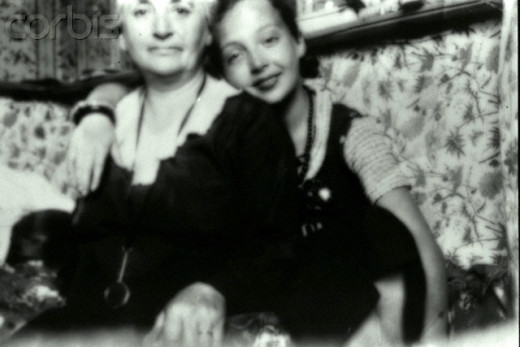 Duras with her mother