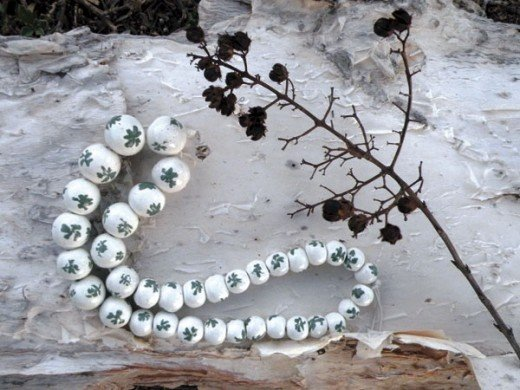 You can make any style of greenery on these beads, not just shamrocks. Why not make one for each season?