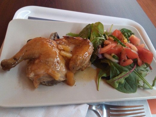 You don't need to spend a fortune to get a great dining experience either. Brooklyn Bloom (1607 Avenue U in Sheepshead Bay) had this delicious mushroom pineapple chicken with green salad for only $4.50! And they have free wi-fi.