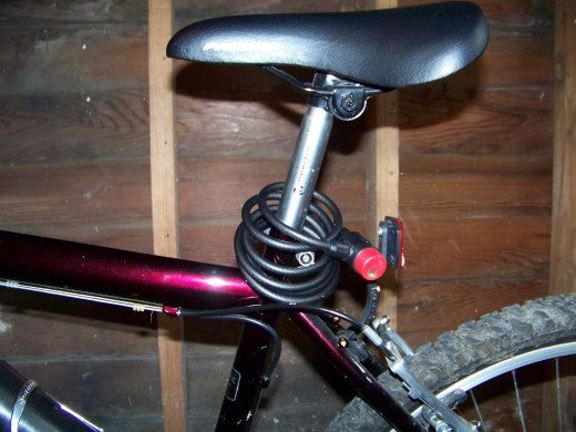 Bell Ballistic 400 Key Cable Lock coiled around the seat post.