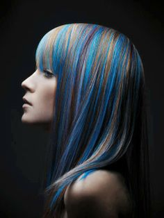 A model wearing L'oreal Professional hair chalk in blue ocean cruise.