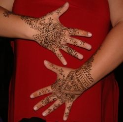 henna hands, photo by Relache