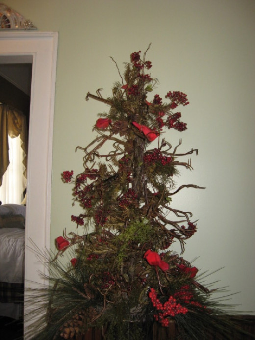 Christmas Cardinal Tree at Liberty Hall Inn in Pendleton SC