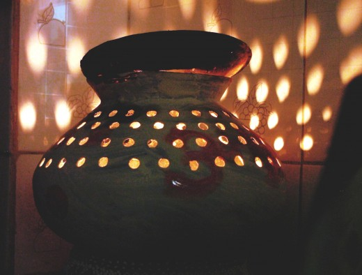 Gujarati garbo or garba, a pot with many holes used as a lantern during the festival of Navaratri.