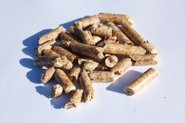 Biomass wood pellets.  Photo taken by thingermejig and licensed under Attribution-Share Alike 2.0.