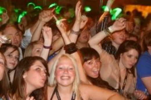 Popular live bands bring in the punters