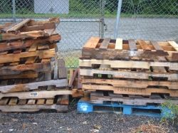 Reclaiming old pallets for free salvaged lumber