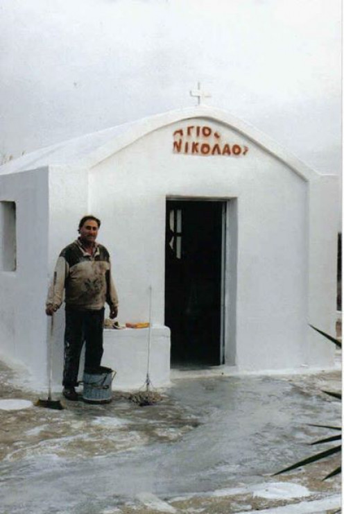 The little monastery of Saint Nicholas is located in Erindos, a farming area of Mesanagros.