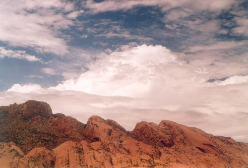 On the way to Monument Valley. These are the kinds of clouds I WANTED and didn't get most of the afternoon.