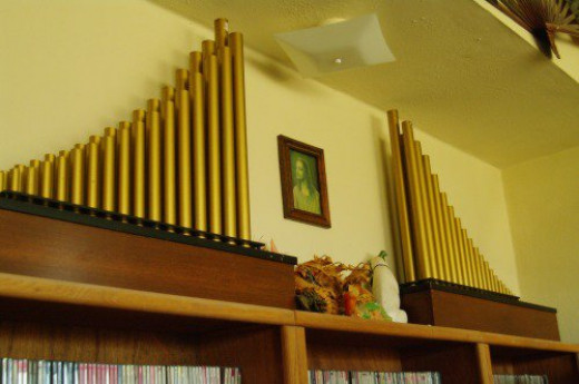 My decorative organ pipes. Between them, dragon sculptures from Thailand and China, part of my collection of dragons.