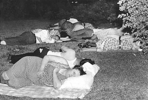 People sleeping outdoors during a heat wave in the 1930s.