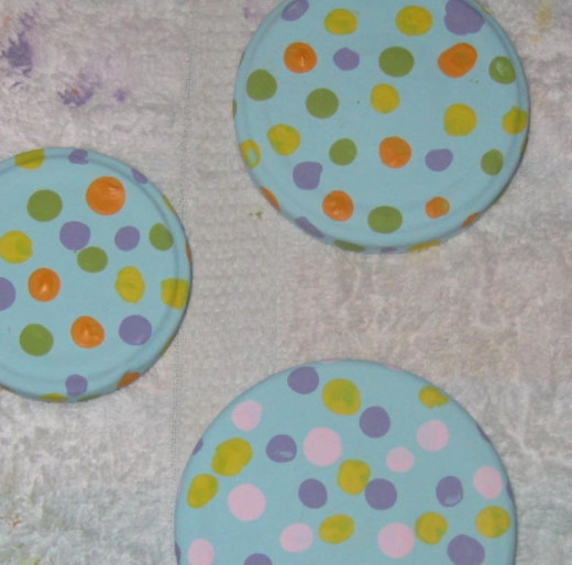 Dotted jar lids. This is such an easy craft that kids can do too.