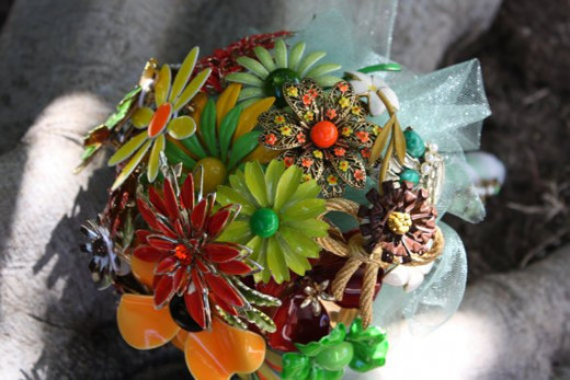 Bridal bouquet using colorful vintage/retro brooches by Etsy seller Nancy Hendrix (baublesandbrides). See the link below to visit her Etsy listing for this fun alternative bridal bouquet.