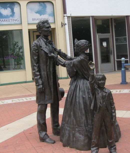 The Lincolns in statue form at Old State Capitol Plaza, Springfield, IL.