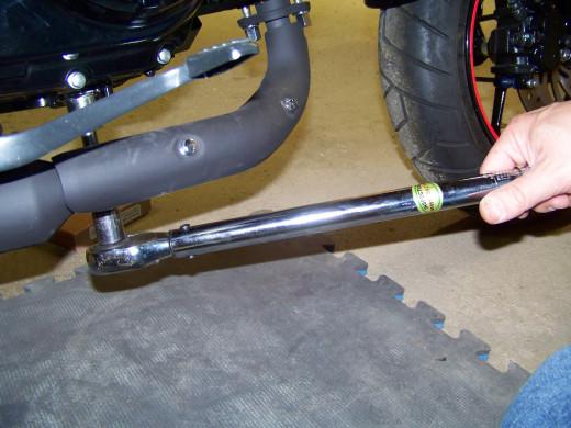Hand tighten the drain bolt then torque to 18ft-lb.