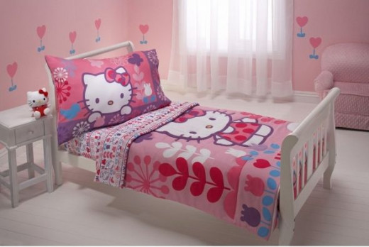 Hello Kitty Toddler Bedding