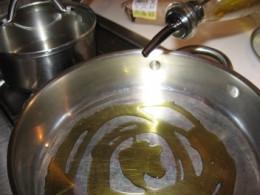 skillet with olive oil