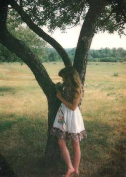 Kylyssa Shay posed in front of an apple tree by her big sister