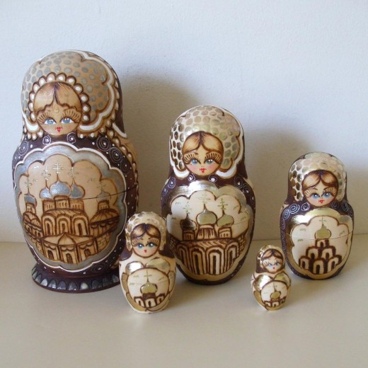 Wooden Russian Nesting Dolls ( UK buyer in Wiltshire )  £ 21