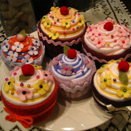Easy Felt Cupcake Pincushions that you can make DIY designs