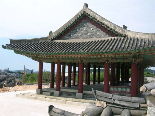 Suwon Hwaseong Fortress.  Photo courtesy of Marcopolis at www.panoramio.com