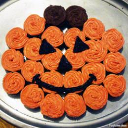How to make a pumpkin cupcake cake for How to make halloween cupcake cakes