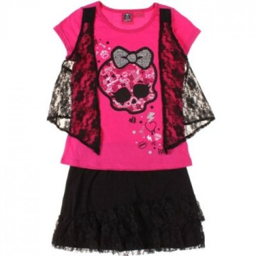 Pink + Black + Lace - Who wouldn't want that?