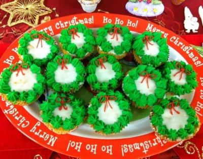 Gorgeous Wreath Cupcakes Make a Festive Treat!