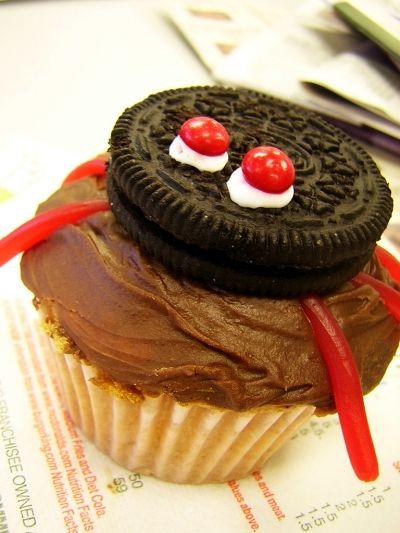 Fun Oreo Cookie Spider Cupcake