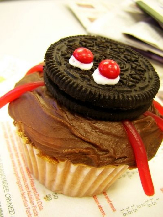 Fun Oreo Cookie Spider Cupcake