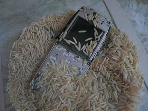 Rice draws out moisture from a wet cell phone