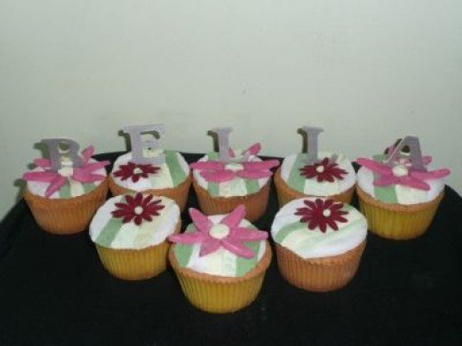 Bella Cupcakes for a Twilight New Moon Birthday Theme