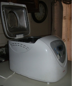 opened-bread-machine-outside-only