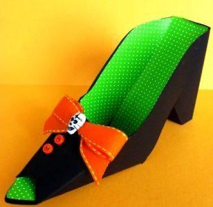 craft-paper-black-and-green-witch-shoe-favor-holder