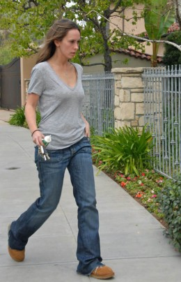Jennifer Love Hewitt and new Boyfriend Jamie Kennedy on the way to buy some Taco Bell in these Paparazzi Photos