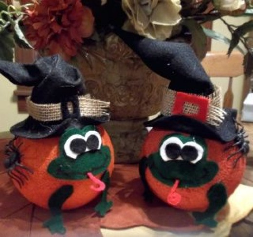 finished-froggy-witch-pumpkin-centerpiece