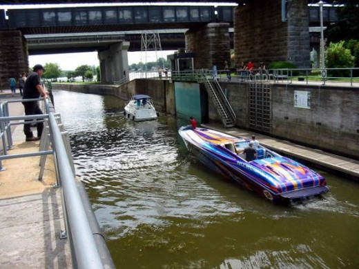 Speed boat in the Ste-Anne locks