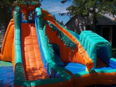 The left water slide is a straight drop and fast!