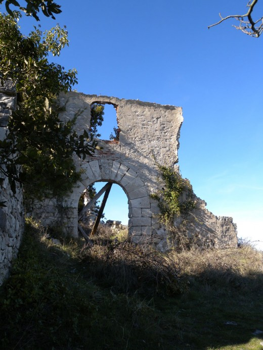 Church ruin, Mont-ral
