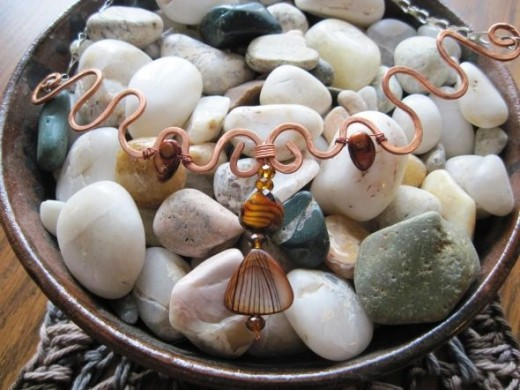 Copper wire with shell and cultured pearl necklace