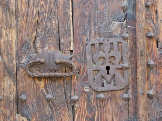 A knocker on the Montblanc Church